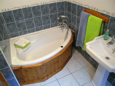 Bathroom  - Adrhidibeg Holiday Cottage - Self Catering, Dungloe, Donegal, Ireland